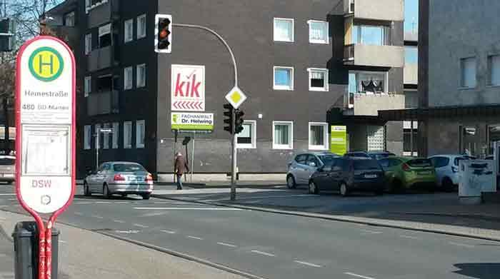 Bild zeigt das Gebäude der Fachanwaltskanzlei Dr. Dirk Helwing an der befahrenen Ickerner Straße 38 in Castrop-Rauxel